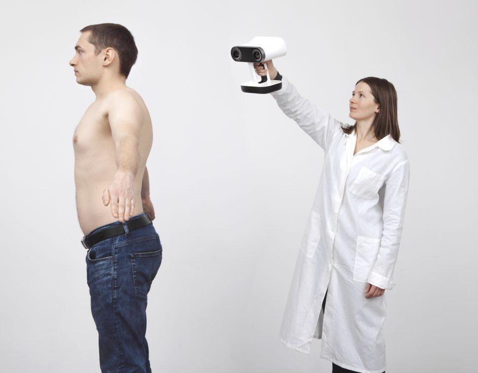 Skan 3D człowieka do celów medycznych przy użyciu skanera Artec Leo