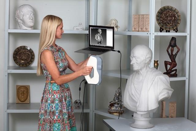 Wykonywanie skanu 3D skanerem ręcznym
